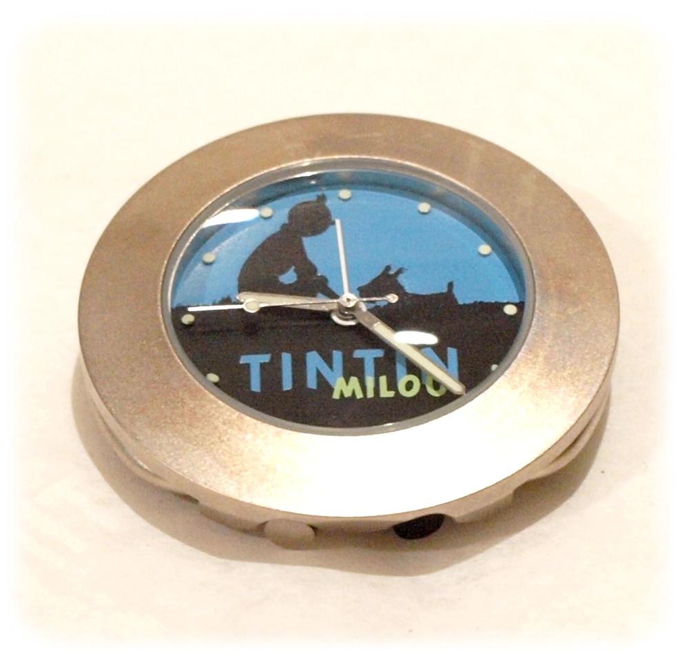 tintin nuit pendulette de bureau moulinsart tintin. Black Bedroom Furniture Sets. Home Design Ideas