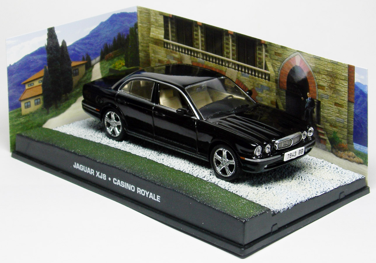 james bond casino royale jaguar xj8 v hicule miniature 1 43 fabbri magjbxj8. Black Bedroom Furniture Sets. Home Design Ideas
