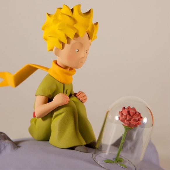 Le Petit Prince Le Petit Prince Et La Rose Statuette Resine 12 Cm
